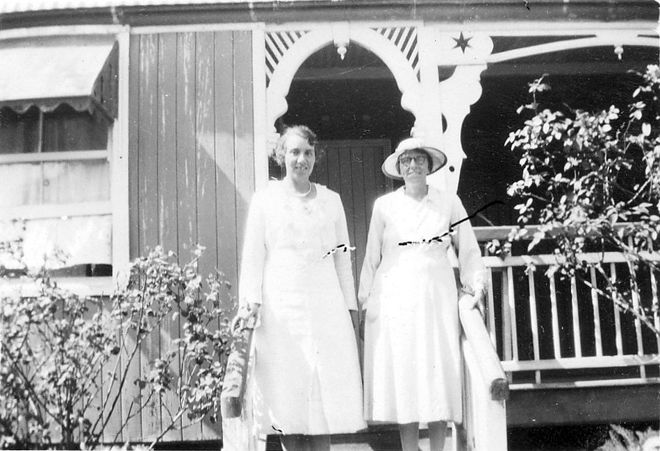 Miss Shanktleton and women at AIM house at Murgon c1940